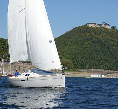 Segelboote und -yachten