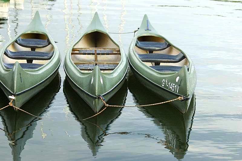 Tretboote und Kanus